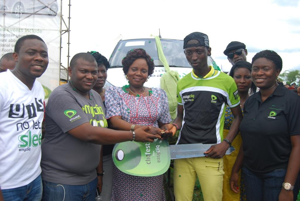 L-R: Analyst, Youth Segment, Etisalat Nigeria, Michael Nwoseh; Manager, Youth Segment, Etisalat Nigeria, Idiareno Atimomo; Vice Chancellor, Tai Solarin University, Ijebu Ode, Ogun State, Professor Oluyemisi Obilade Oluremi; Winner of brand new Kia Picanto, (name); and Manager, Sponsorships, Etisalat Nigeria, Orah Egwu during the presentation of a brand new car to the winner at the 43rd edition of Etisalat Cliqfest, at the Tai Solarin University of Education, Ijebu Ode, Ogun State on Friday, May 9, 2014