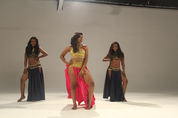 Yemi Alade - Taking Over Me [Video Shoot] (3)