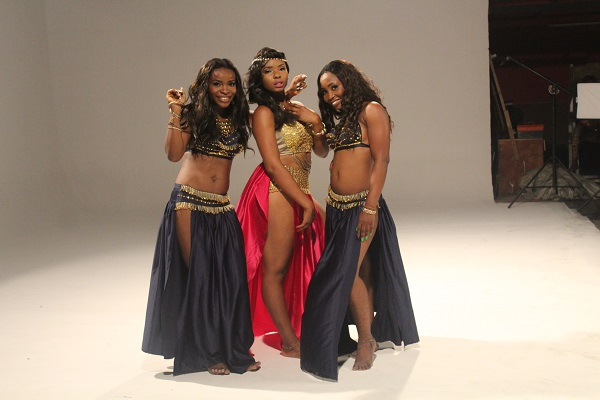 Yemi Alade - Taking Over Me [Video Shoot] (4)