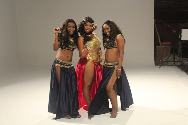 Yemi Alade - Taking Over Me [Video Shoot] (5)