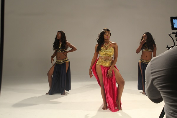 Yemi Alade - Taking Over Me [Video Shoot] (6)