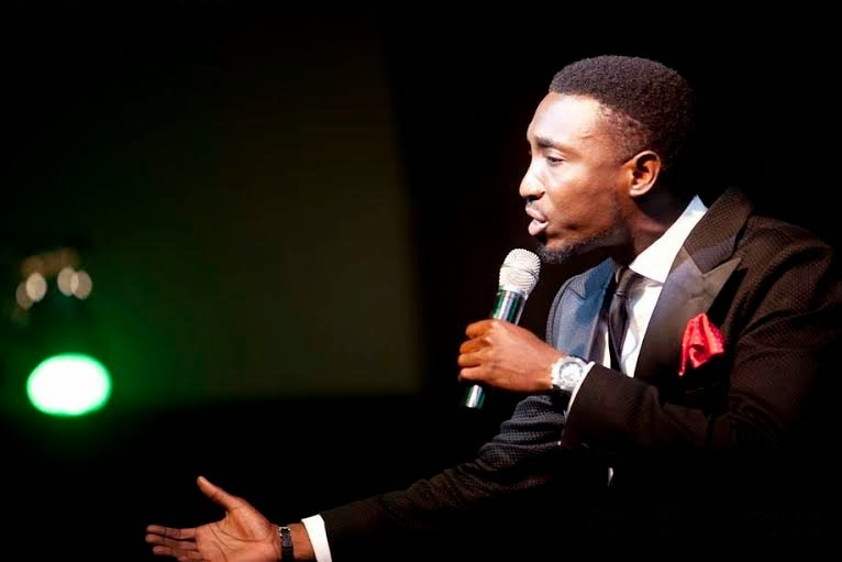 Timi-Dakolo-performs