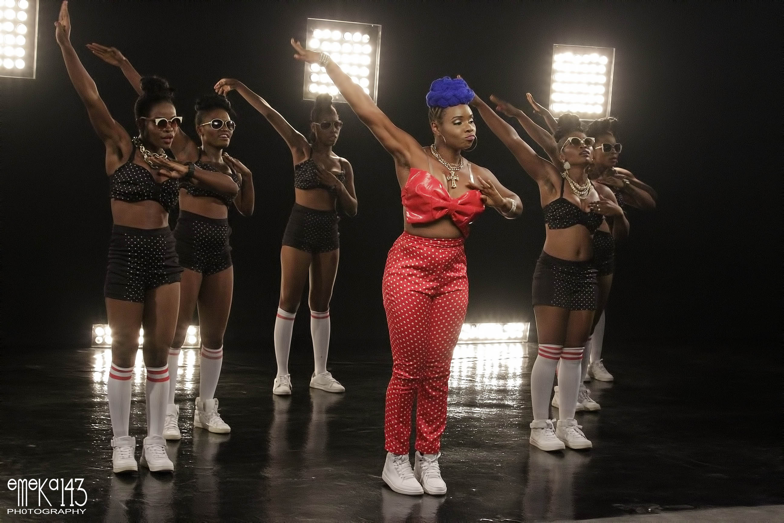 Yemi Alade - Pose B-T-S (12)