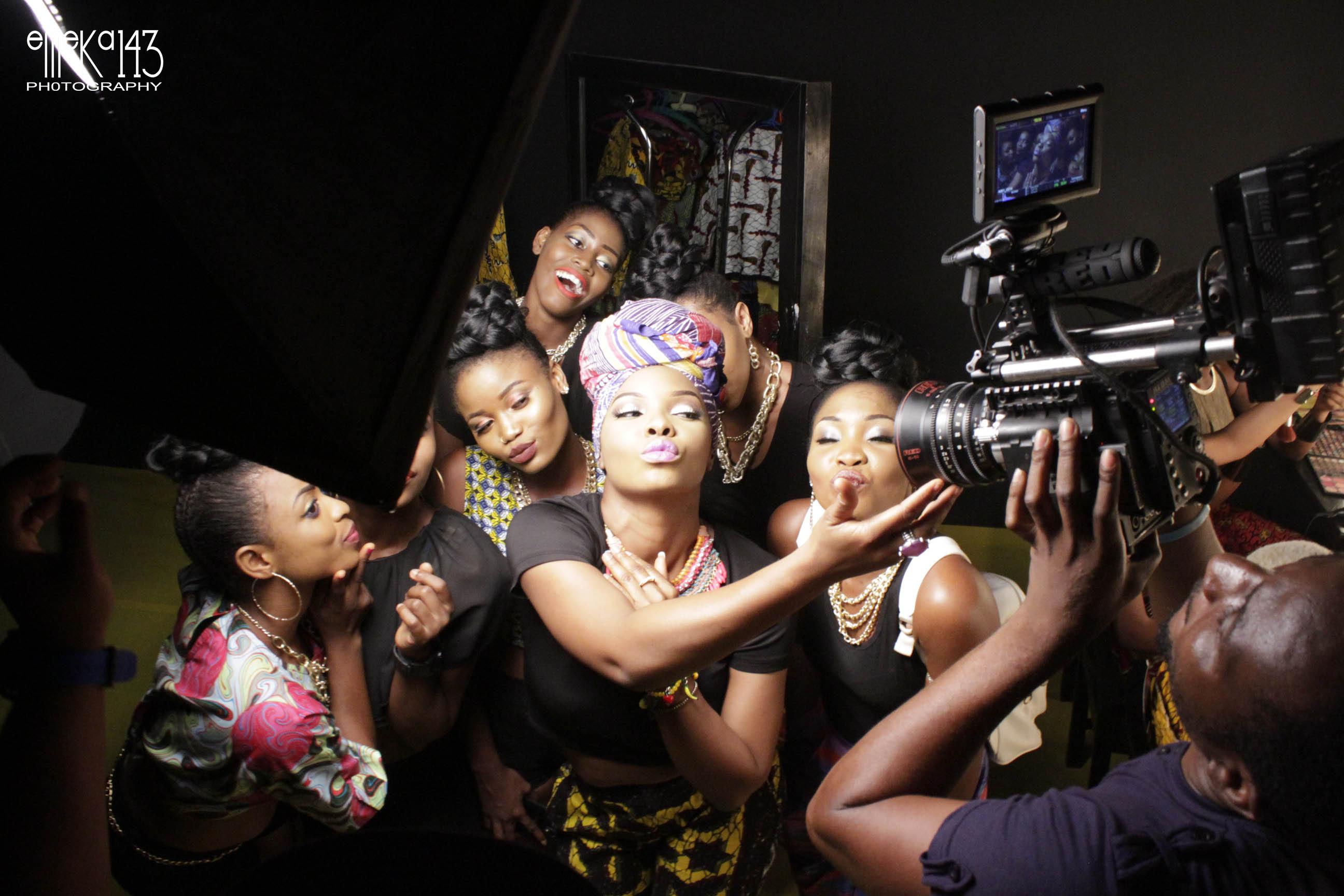 Yemi Alade - Pose B-T-S (7)