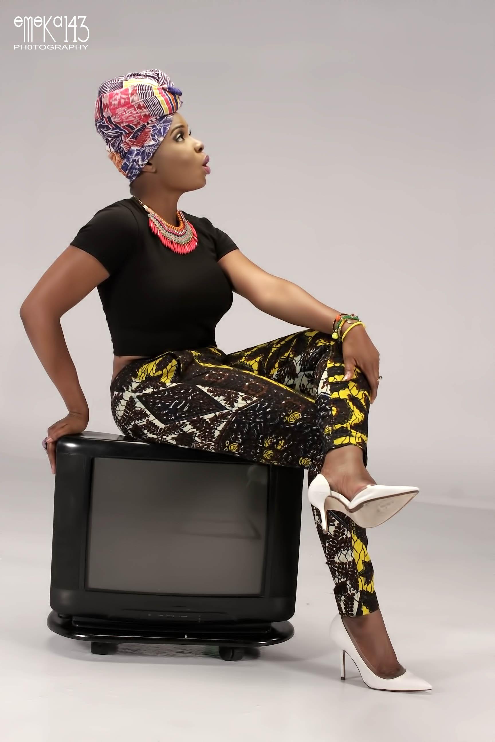 Yemi Alade - Pose B-T-S (8)