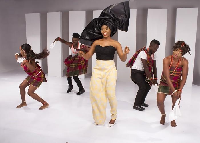 Yemi Alade - Na Gode [B-T-S] (14)