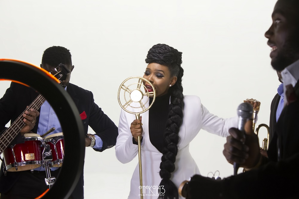 Yemi Alade - Kom Kom ft. Flavour [B-T-S Photo]