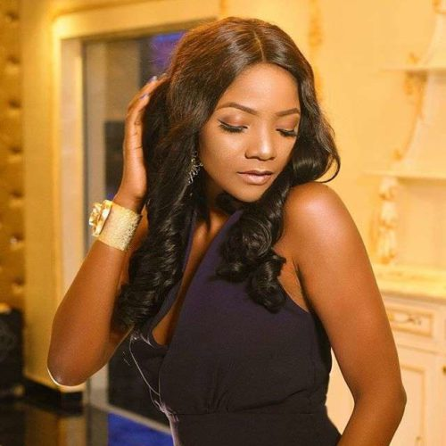 Fans In Sierra Leone Gather In Millions To Welcome Simi Like Royalty || See Video 1