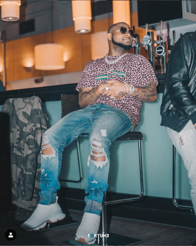 Davido Blesses Fan Who Photoshopped His Photo With Wizkid With 1 Million Naira