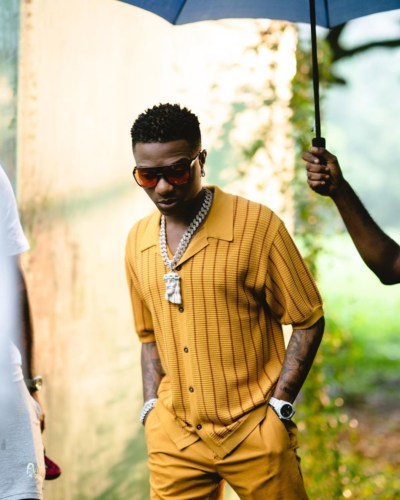 Wizkid Shares Video Of Fans Fighting Over The Jacket He Gave Out During His LA Show #Arewapublisize